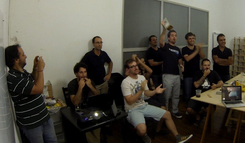El equipo que creó Manolito festeja el lanzamiento.