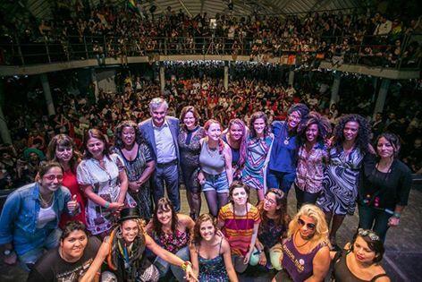 Juca Ferreira y veinte mujeres latinoamericanas