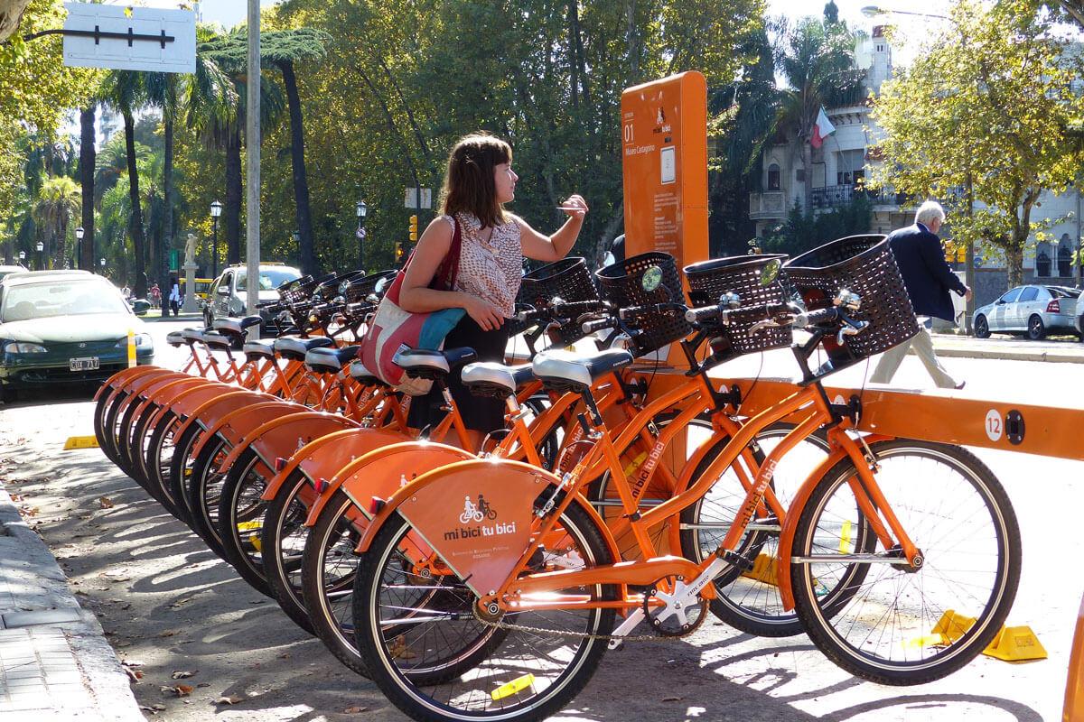 Bicicletas públicas rosarinas. Foto de Salvador Hamoui, publicada en Conclusion.com.ar