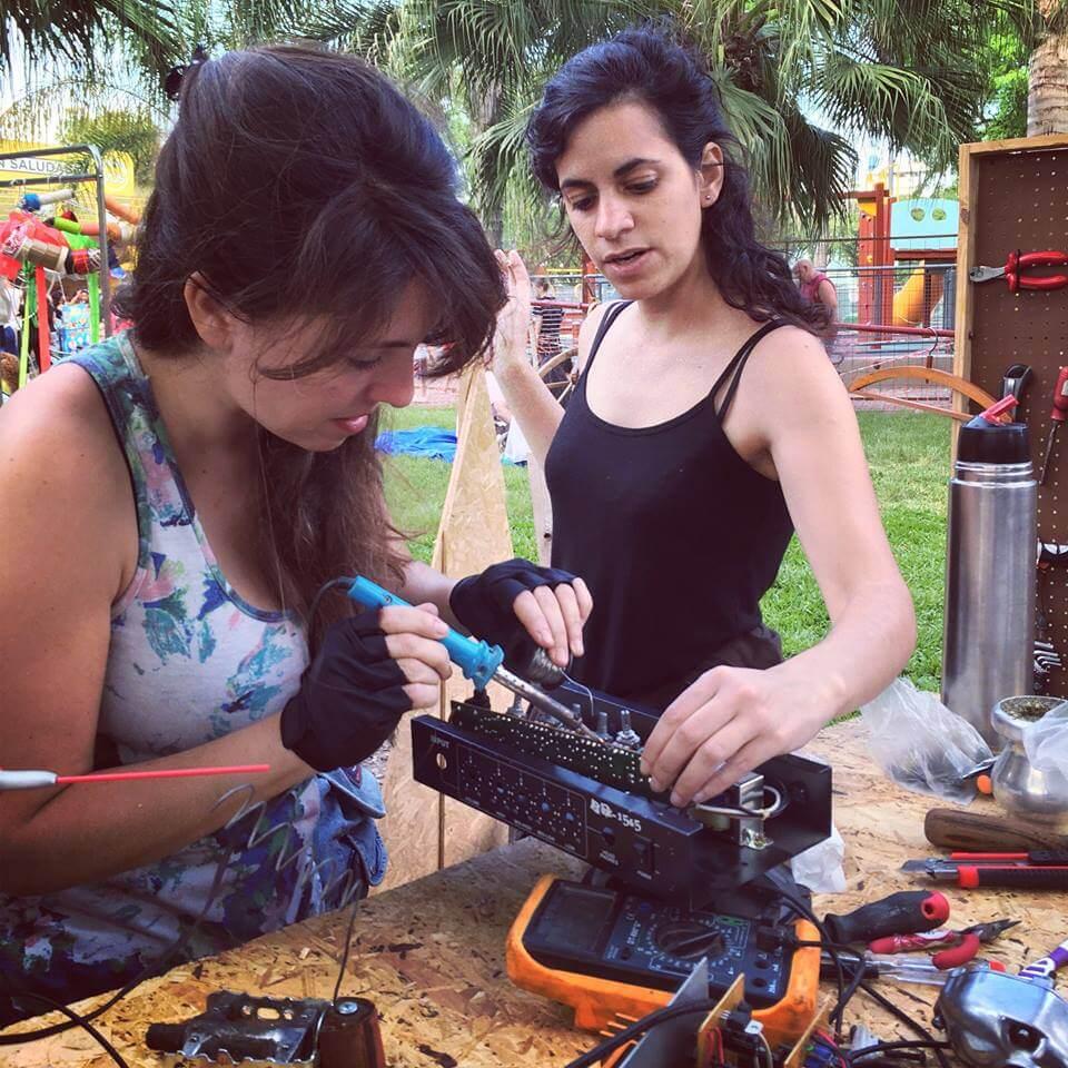 Chicas en el Club de Reparadores