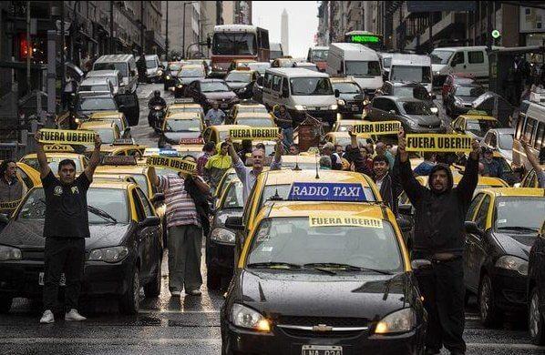Taxistas protestan contra Uber en Buenos Aires